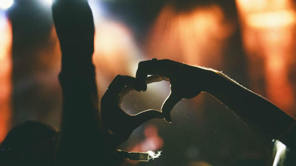 Imagen de un corazón hecho con las manos en el Sonorama Ribera 2017.