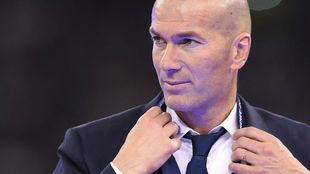 Zidane durante la entrega de la Champions en Cardiff