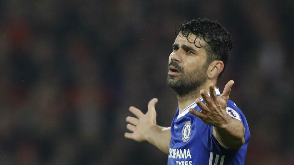 Diego Costa (28) se lamenta en un choque con el Chelsea.