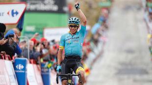 Miguel �ngel L�pez celebrando su triunfo en Calar Alto.