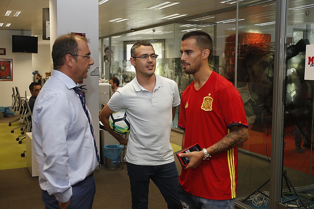 Suso dialoga con Juan Ignacio Gallardo, director de MARCA, y Hugo...