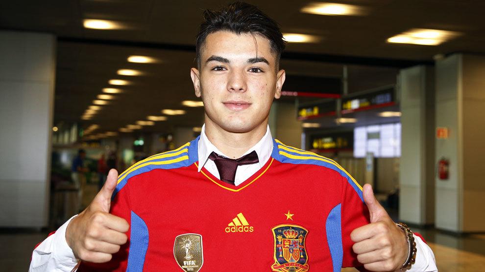 Brahim posa con la camiseta de España