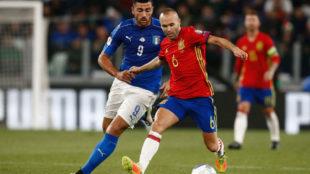 Iniesta, en un partido entre Espa�a e Italia