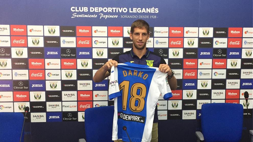 Darko Brasanac (25) exhibe la camiseta del Lega