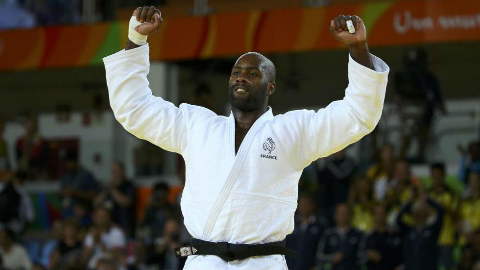 Teddy Riner celebra haber ganado la medalla de oro en Río 2016
