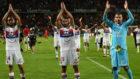 Darder, a la izquierda, tras un encuentro con el Olympique de Lyon