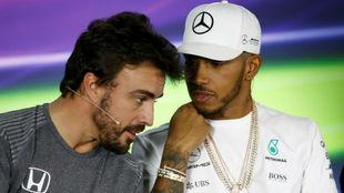 Fernando Alonso y Lewis Hamilton, en el pasado GP de Australia
