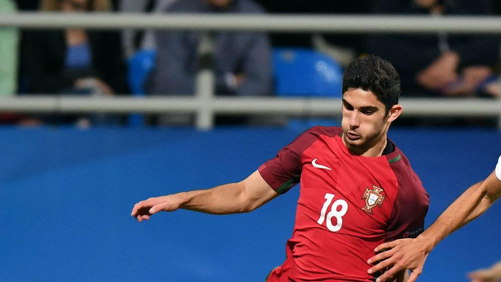 Gonçalo Guedes en un partido con la selección Sub 21 de Portugal