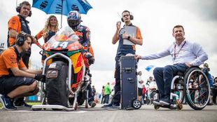 El jefe de KTM (derecha).