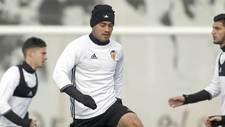 Vinicius Araujo, durante un entrenamiento con el Valencia