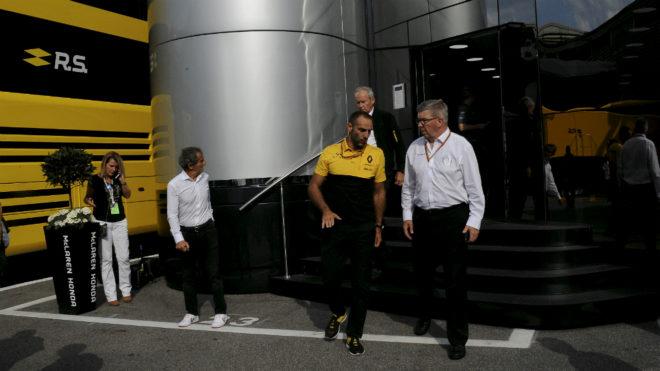 Ross Brawn y Cyril Abiteboul, en el 'motorhome' de McLaren.