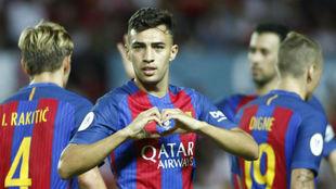 Munir celebra un gol en un partido con el Barcelona.