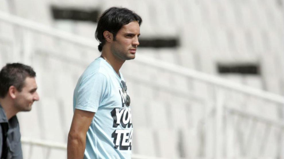 Sergio Sánchez, viendo un entrenamiento.