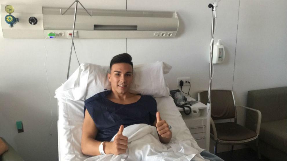 Adrián López, tras la operación.