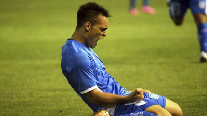 Lautaro Martínez celebra un gol con Racing.