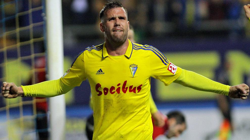 Ortuño celebra un gol con el Cádiz la pasada temporada