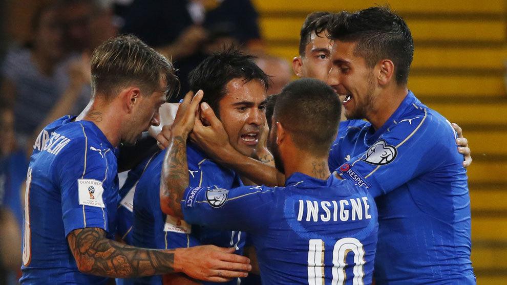 Italia celebra un gol en la clasificación al Mundial Rusia 2018