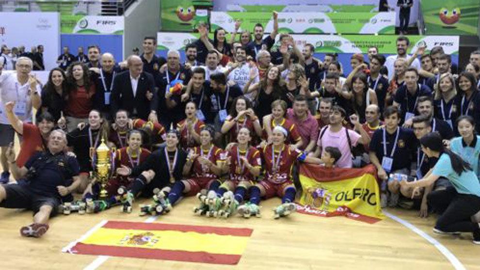 España celebra el triunfo en hockey patines
