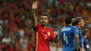 David Villa saluda a la afición del Berbanéu.
