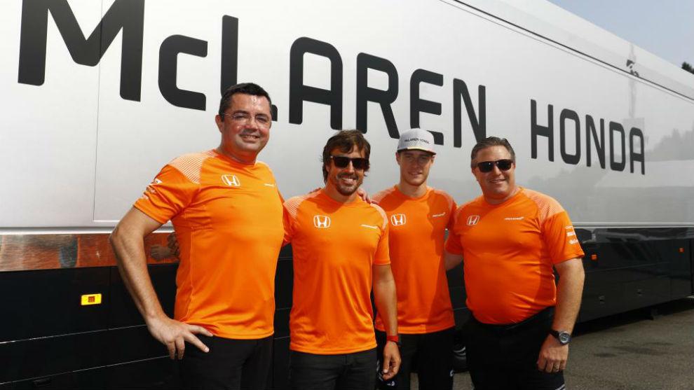 Boullier, Vandoorne, Alonso y Zak Brown