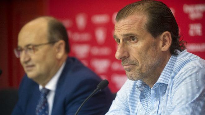José Castro y Óscar Arias, en una rueda de prensa.