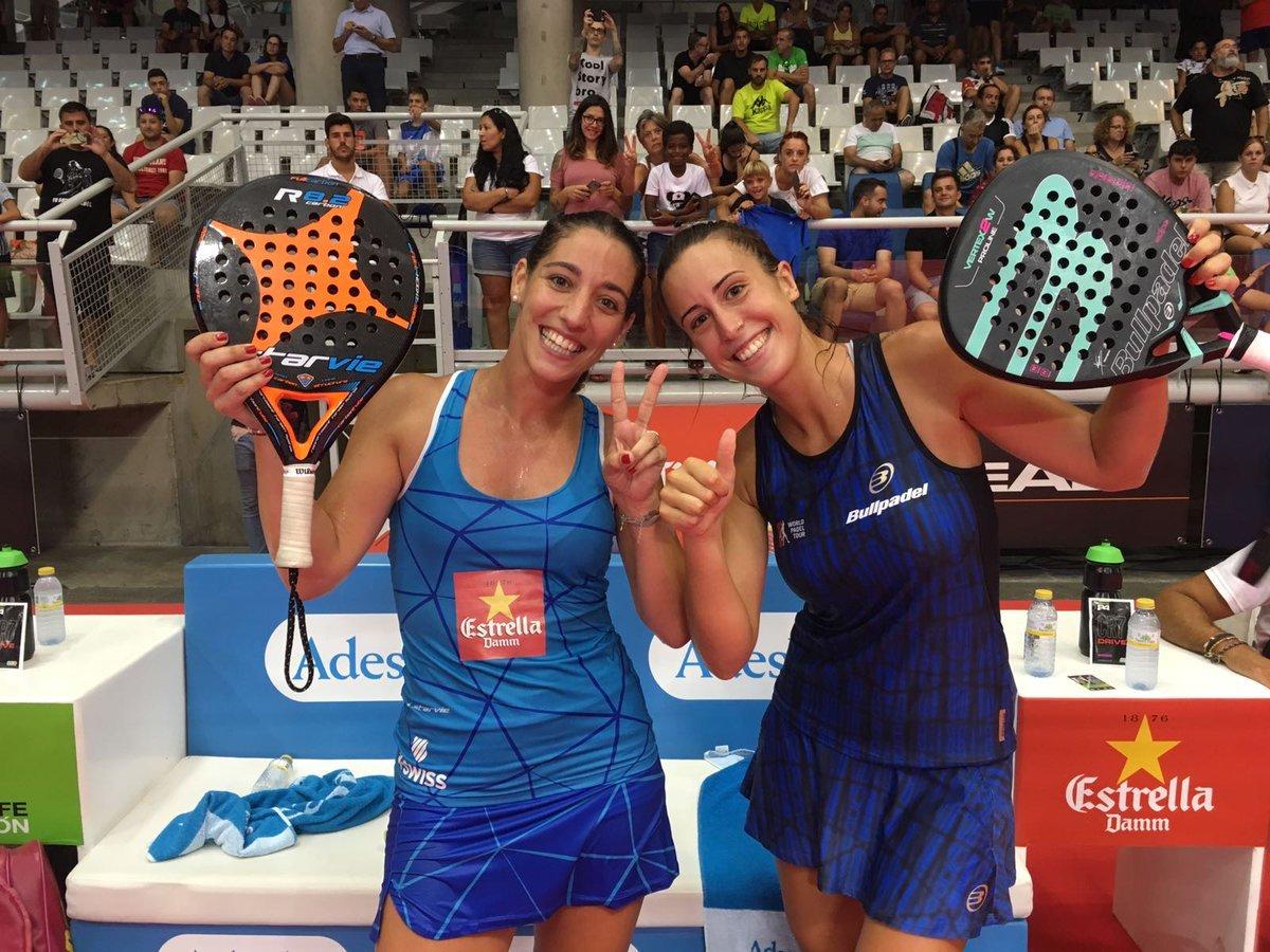 Victoria Iglesias junto a Teresa Navarro en el WPT de Alicante.