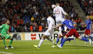Ramos cabecea para marcar el 1-0