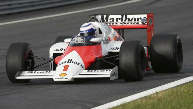 Alain Prost, en una exhibición con el McLaren Porsche de los años...