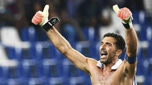 Gianluigi Buffon (39), celebrando la victoria ante Israel