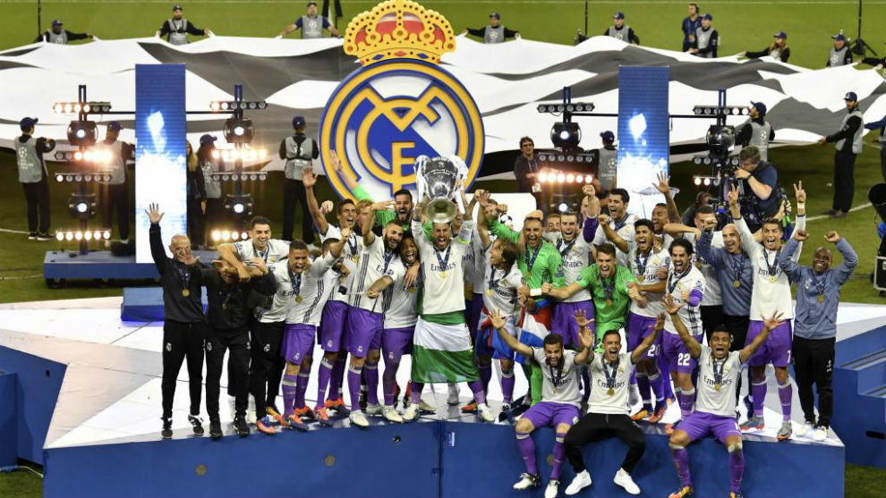 Sergio Ramos levanta la Champions en la final de Cardiff.