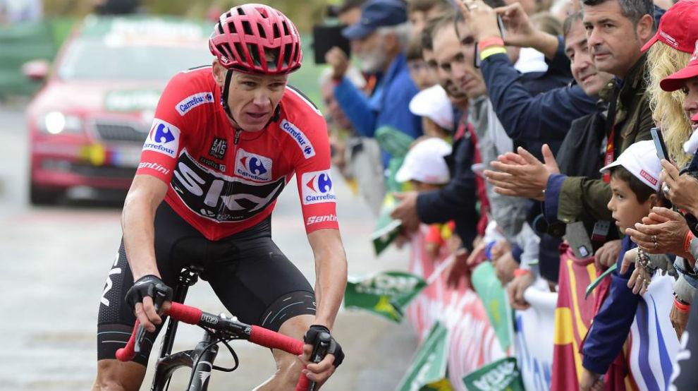Chris Froome llegando a la meta de Los Machucos.