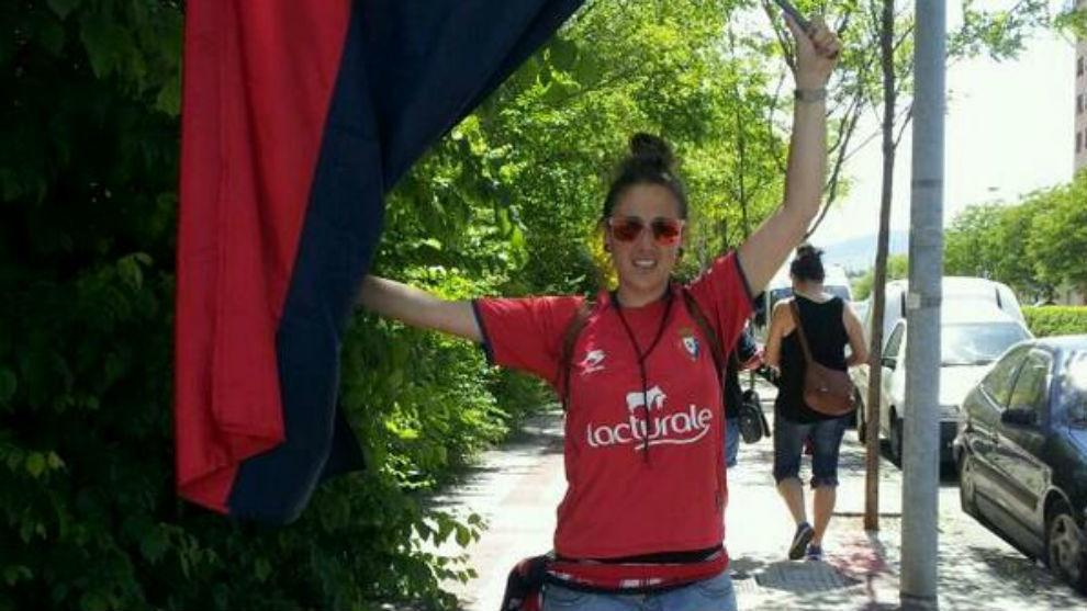 Maite Garde vistiendo la camiseta del Osasuna.