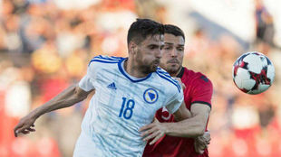 Kenan Kodro, durante un amistoso contra Albania.