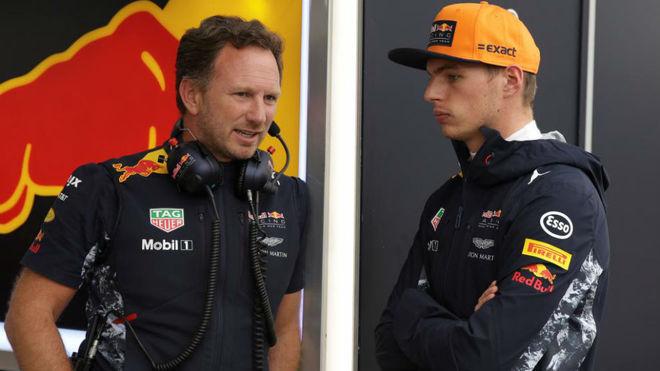 Horner habla con Verstappen en Monza.