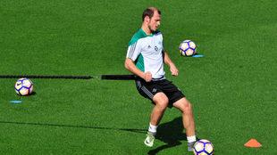 Zozulya, entrenando con el Betis.