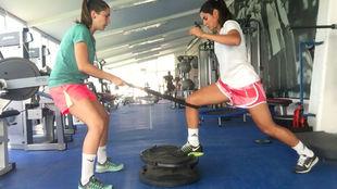 Sara Mérida entrenando a Kenti Robles, jugadora del Atlético de...