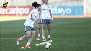 Ivana Andrés durante un entrenamiento con la selección española.