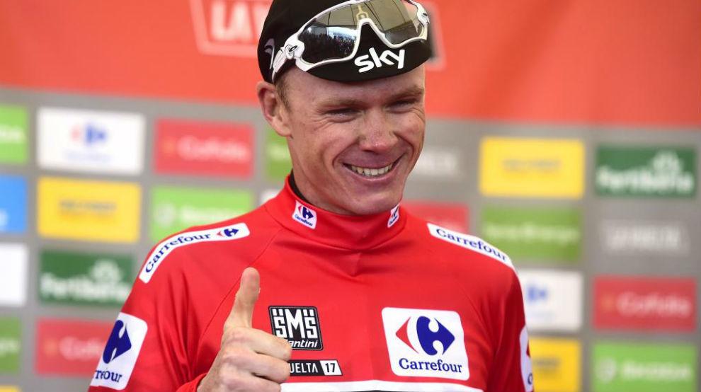 Chris Froome en el podio como virtual campeón de la Vuelta.