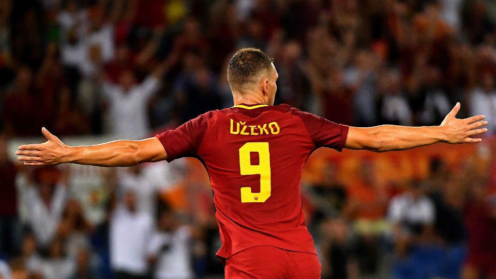 Dzeko celebra el gol conseguido contra el Inter.