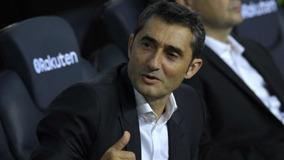 Ernesto Valverde, en el banquillo del Camp Nou en el derbi contra el...