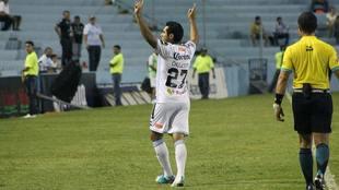 Javier Orozco se despacho con dos goles ante Dorados.