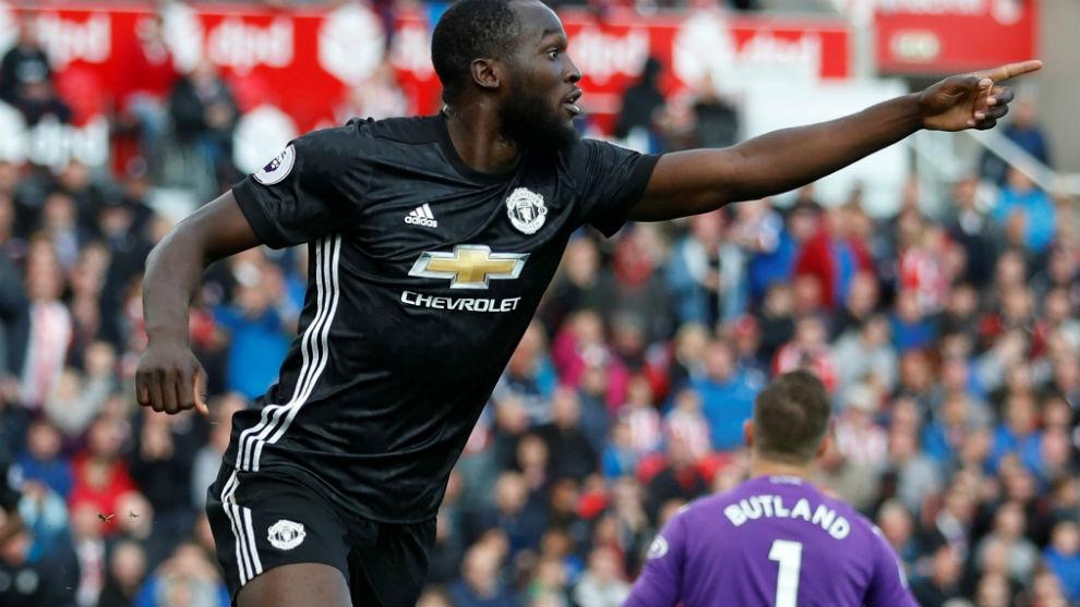 Lukaku, celebrando un gol con el United.