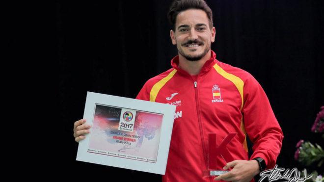 Damián Quintero, con su título de 'Grand Winner' de la Liga Mundial.