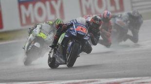 Maverick Viñales pilota su Yamaha en Misano.