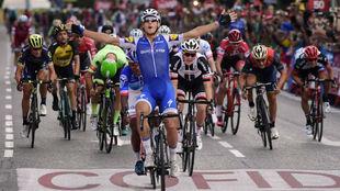 Matteo Trentin celebrando su cuarto triunfo en la Vuelta.