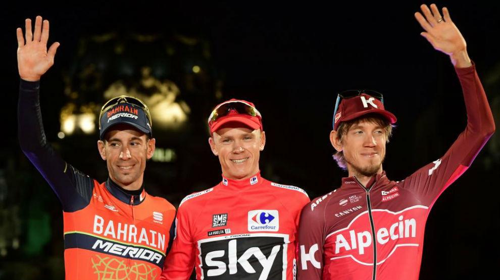Chris Froome en el centro del podio junto a Nibali y Zakarin.
