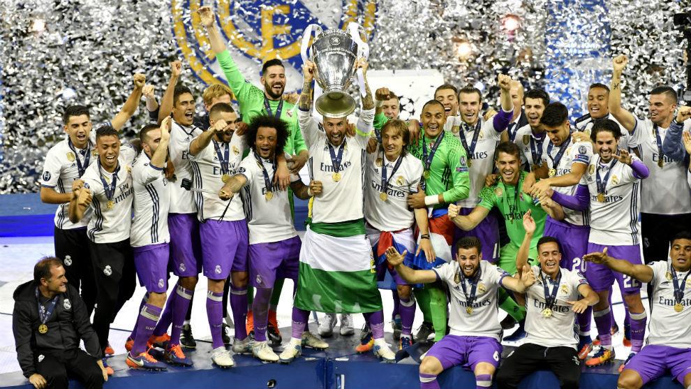 7588688aaf3d1 Sergio Ramos levanta la Champions lograda por el Madrid en Cardiff.
