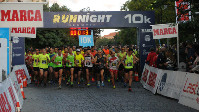 Un momento de la salida de la Run Night Segovia.