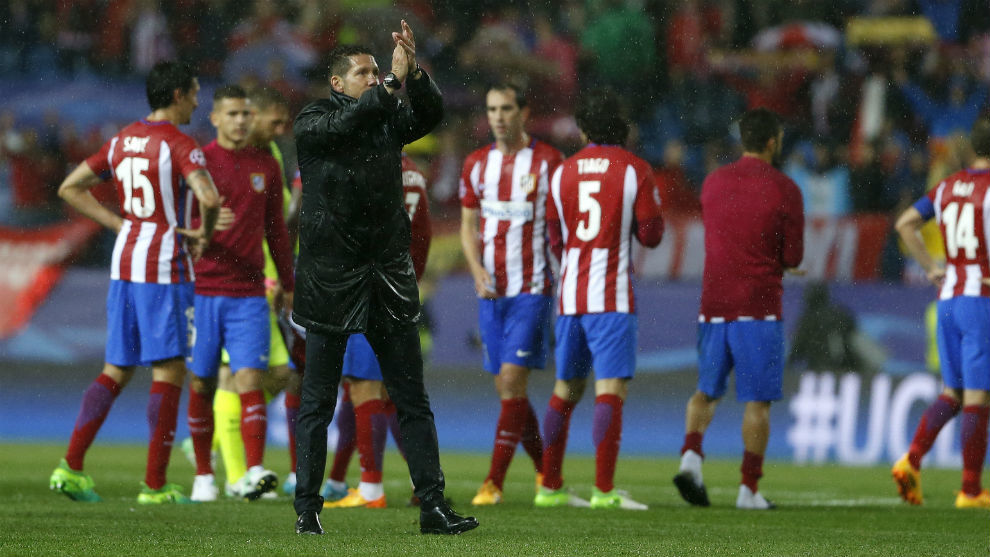 Simeone aplaude a la afición tras perder las semifinales de la...