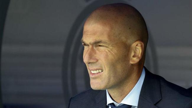 Zidane en el banquillo blanco
